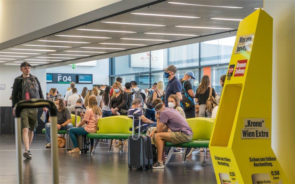 Social distancing Corona Flughafen 4