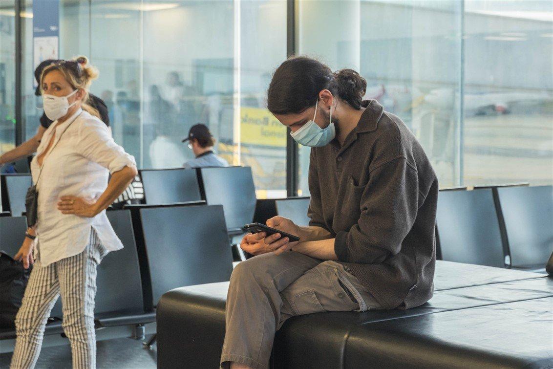 Social distancing Corona Flughafen 3